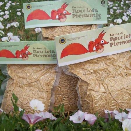 farina 100% nocciole piemonte igp azienda scoiattolo rosso vendita diretta